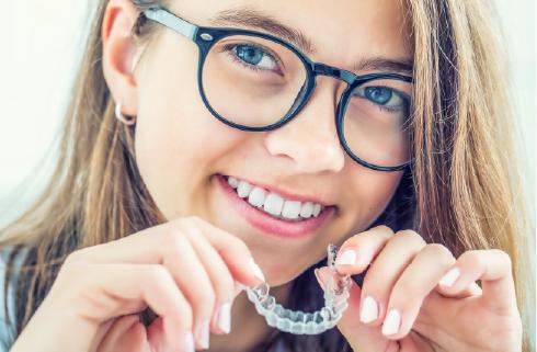 中高生の歯科矯正イメージ